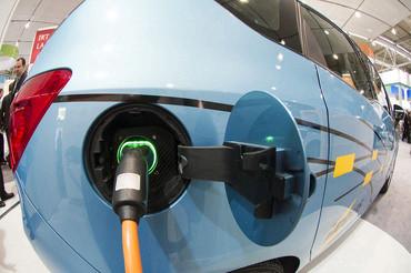 Elektrofahrzeuge können ein Baustein der Energiewende sein, wenn sie intelligent in die Verkehrs und Energiesysteme integriert werden. (Foto: Breig/KIT)